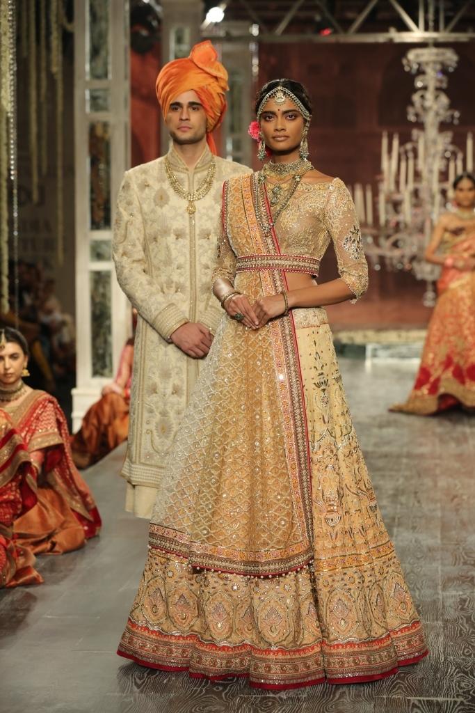 Tarun Tahiliani India Couture Week Textile Craft wedding bride