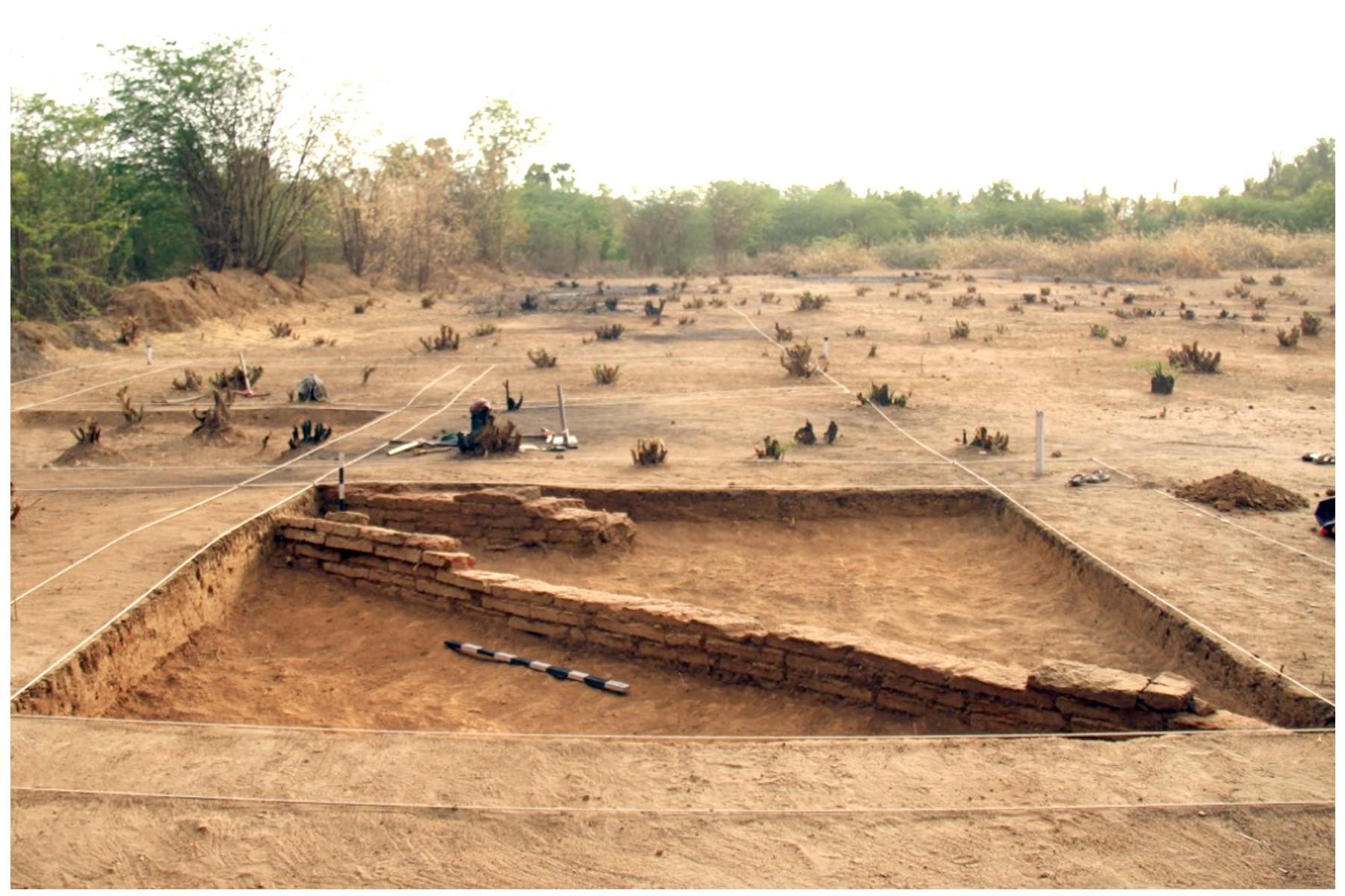 keezhadi excavation site